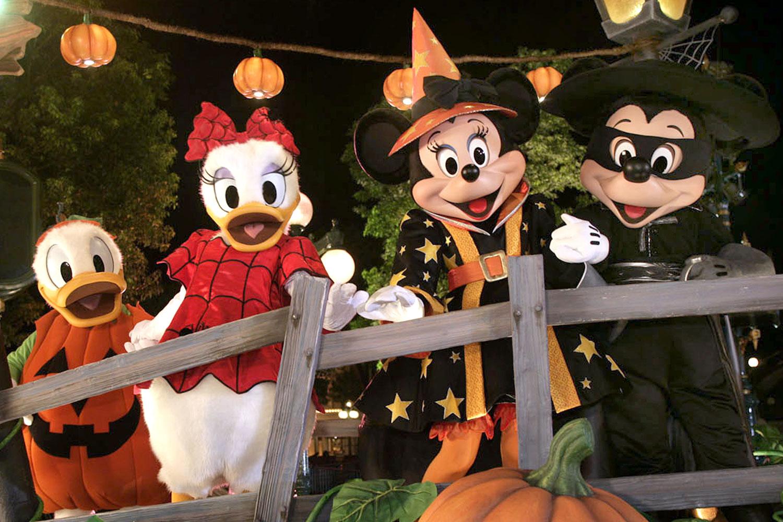 A Spooky Good Time at Disneyland - Stchd